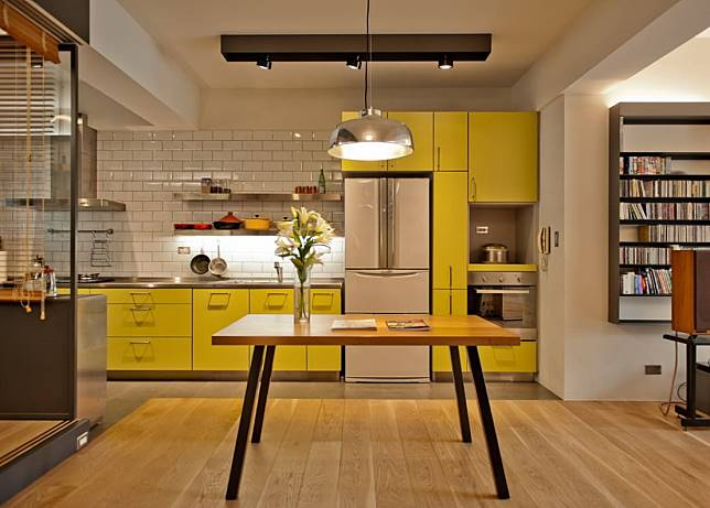 11. 搶眼的黃色廚房