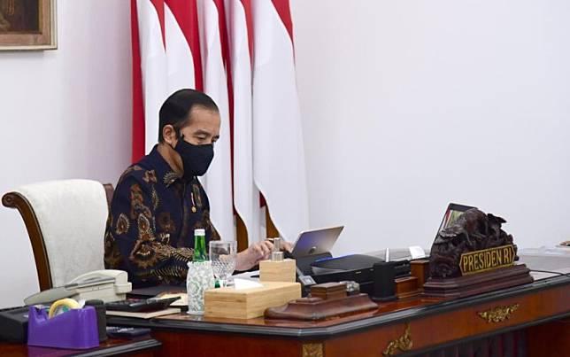 Presiden Joko Widodo memimpin rapat terbatas laporan Komite Penanganan Covid-19 dan Pemulihan Ekonomi Nasional secara virtual, Senin (12/10/2020) - Biro Pers Sekretariat Presiden/Muchlis Jr