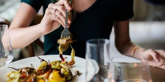 5 Alasan Kamu Tak Boleh Mengonsumsi Makanan yang Sama Setiap Hari    Merdeka.com   LINE TODAY