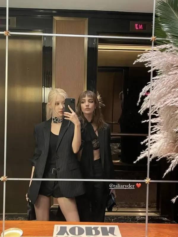 Hadir di After Party Met Gala, berikut harga keseluruan outfit Rose BLACKPINK/dok. Instagram (@roses_are_rosie)