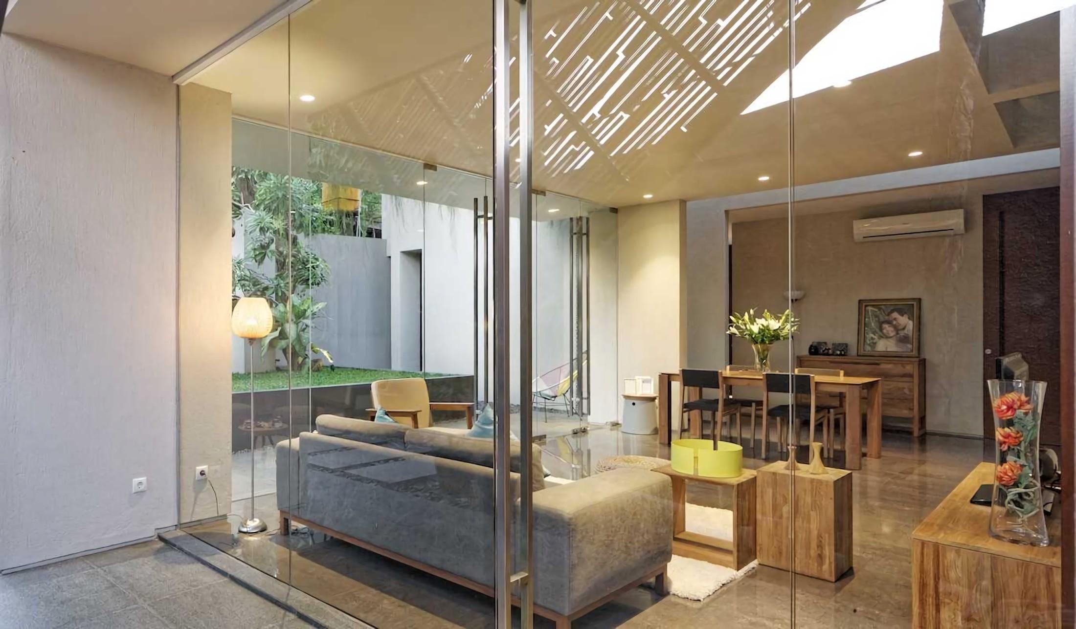 Deeroemah Arsitektur Rumah Tropis Modern yang Mungil nan Cantik
