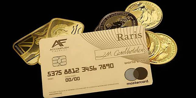 Kartu debit ini terbuat dari emas 18 karat, lho. (Foto: Royal Mint)