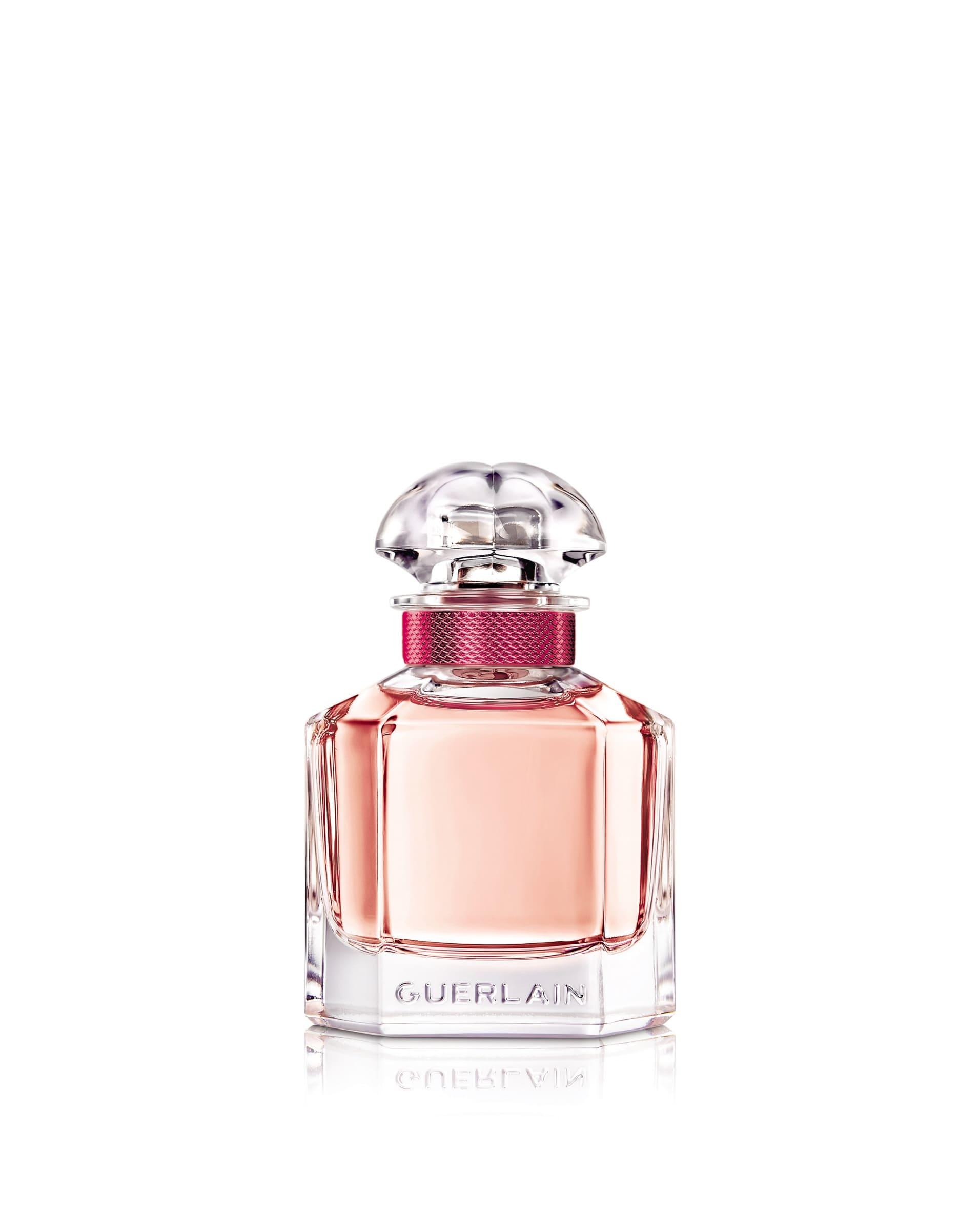 """""""傳達女性多元面像、擺脫框架,一款體現女性特質的香氛。這就是我熱愛《mon guerlain我的印記》的原因""""─安潔莉娜裘莉女人終其一生都在形塑女性特質,它是一個不斷進化的過程。隨著全新淡香水玫瑰盛開"""