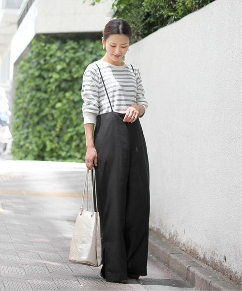 蜂巢布自然風橫條紋上衣搭配黑色細吊帶寬褲
