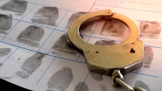 Crime murder robbery violence street brawl handcuffs, borgol