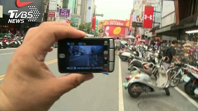 檢舉魔人3個月內狂拍200則影片。示意圖/TVBS