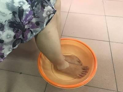 Ngâm chân vào nước nóng cho dễ ngủ, người phụ nữ tử vong chỉ vì 1 sơ suất nhỏ thường gặp
