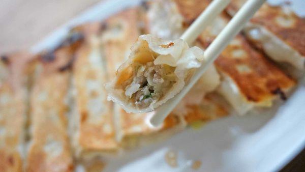 【台北美食】紅葉鍋貼水餃專賣店-網路上評價極高的鍋貼美食