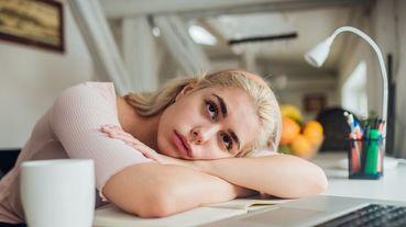 不注意不行!在家辦公的妳也出現這3大隱性症狀了嗎?推薦11款絕對解決妳困擾的「超實用居家辦公小物」!