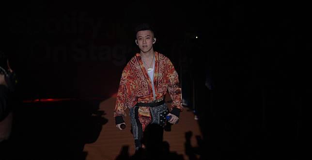 """Billboard Indonesia TOP 100: Rich Brian Melesat ke 10 Besar dengan """"100 Degrees"""" di Minggu Pertamanya"""