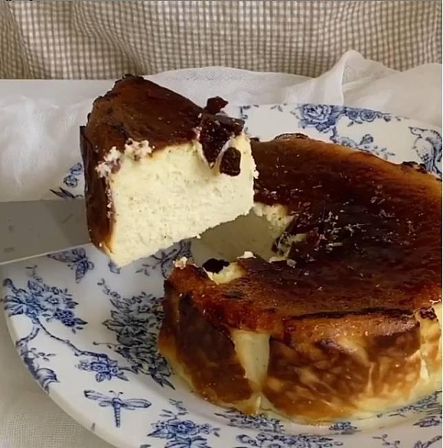 用上軟滑芝士蛋糕加焦糖,風味更佳。(互聯網)