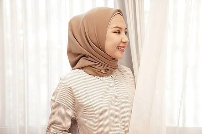 7 Tutorial Hijab Segi Empat Sederhana Tapi Kekinian Coba Yuk Theasianparent Line Today
