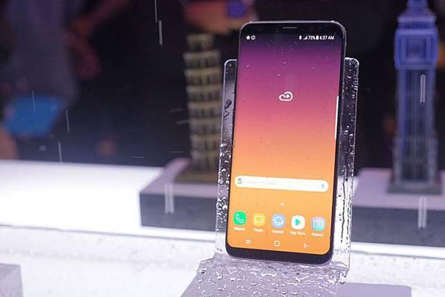 Samsung Galaxy S8 dipamerkan saat peluncurannya di Indonesia, Selasa (2/5/2017).(Yoga Hastyadi Widiartanto/Kompas.com)