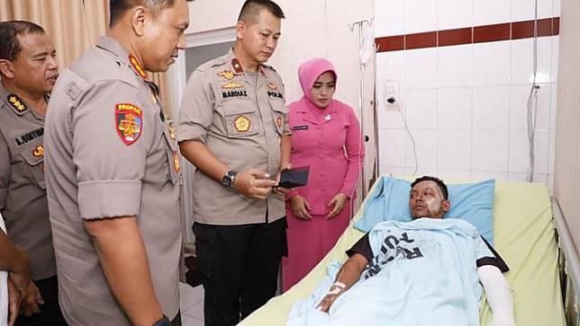 Kunjungi korban ledakan bom bunuh diri