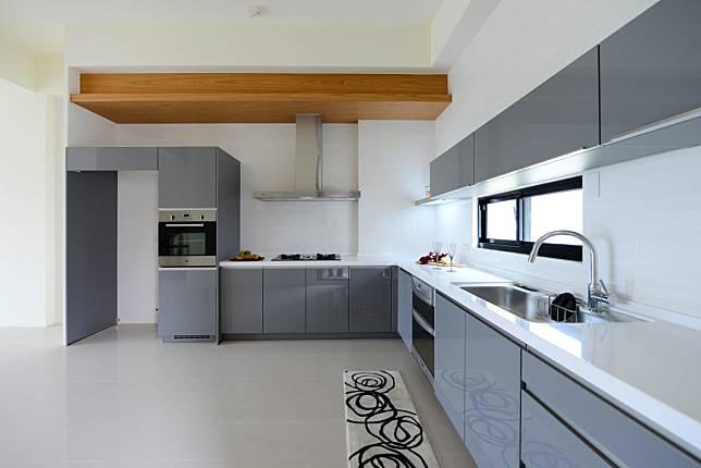 6. 灰色系L型大廚房