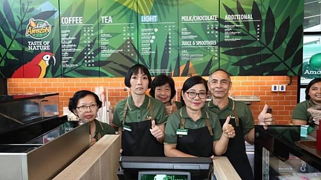 วัยเก๋ามาทางนี้!! คาเฟ่อเมซอน เปิดรับผู้สูงวัยเข้าทำงานในร้าน โดยนำร่องที่สาขากระทรวงการพัฒนาสังคมฯเป็นแห่งแรก