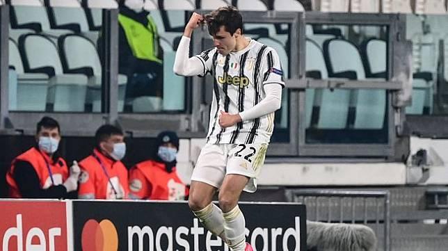 Penyerang Juventus Federico Chiesa, melakukan selebrasi setelah mencetak gol penyeimbang selama pertandingan leg kedua babak 16 besar Liga Champions antara Juventus melawan FC Porto di Allianz Stadium, Turin, Rabu (10/3/2021) dini hari WIB. Marco BERTORELLO / AFP