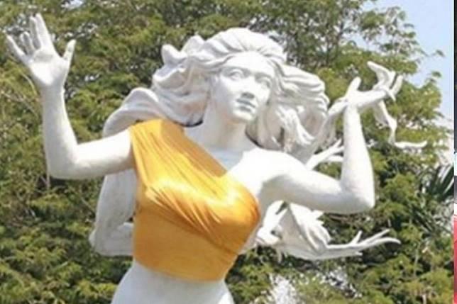 "Kata Manajemen Ancol Tentang Patung Putri Duyung Yang Dipakein Kemben: ""Kita kan Orang Timur"""