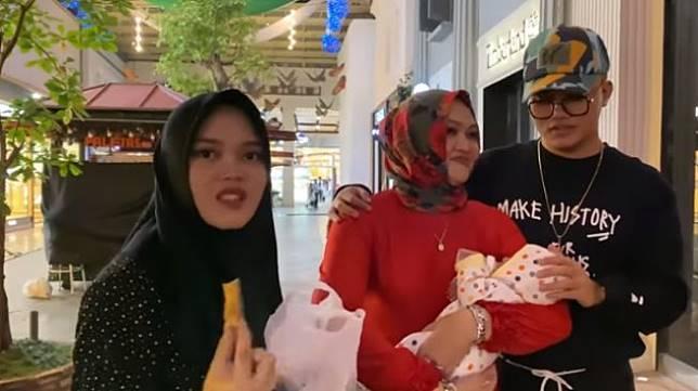 Liburan Bersama, Ini Kenangan Manis Lina Mantan Istri Sule Bersama Keluarga. (YouTube/Putri Delina)