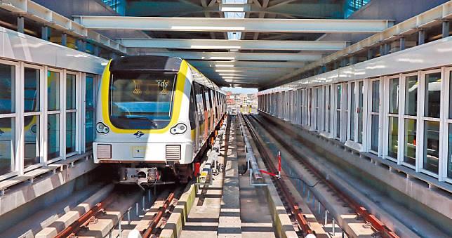 新北捷運環狀線今免費試乘!新莊到板橋只要5分鐘 民眾塞爆車廂