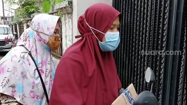 Perempuan diduga ibu Nissa Sabyan [Suara.com/Ismail]