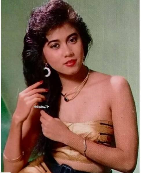 Gaya Sally Marcellina sejak era 1990-an hingga saat ini masih seksi. (Foto: Instagram)