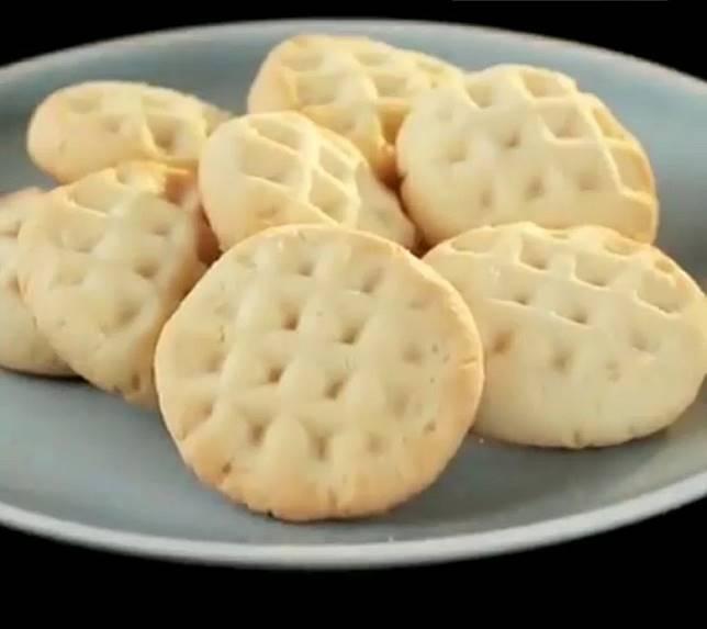 要塑造出格仔紋理效果的曲奇餅,簡單到你不信。(互聯網)