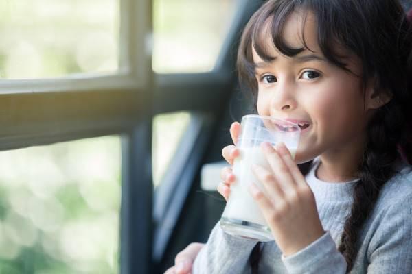 Tips Memilih dan Mengonsumsi Susu UHT yang Aman