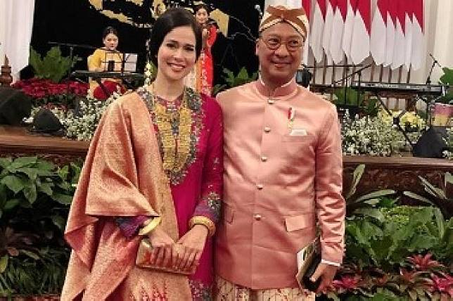 Loemongga Haoemasan dan Suami, Menetri Sosial Agus Gumiwang, di perayaan HUT RI ke-74 (Instagram @loemongga)