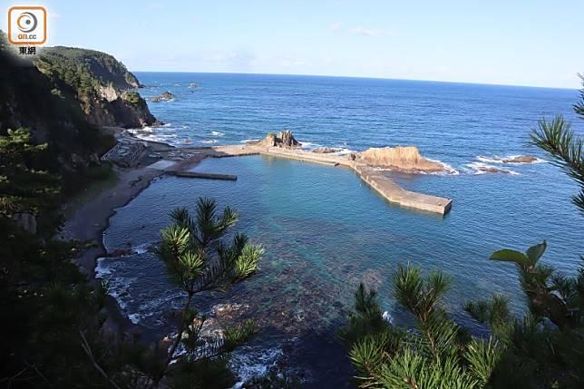 嚴島神社雖小,卻正對海岸靚景。(劉達衡攝)