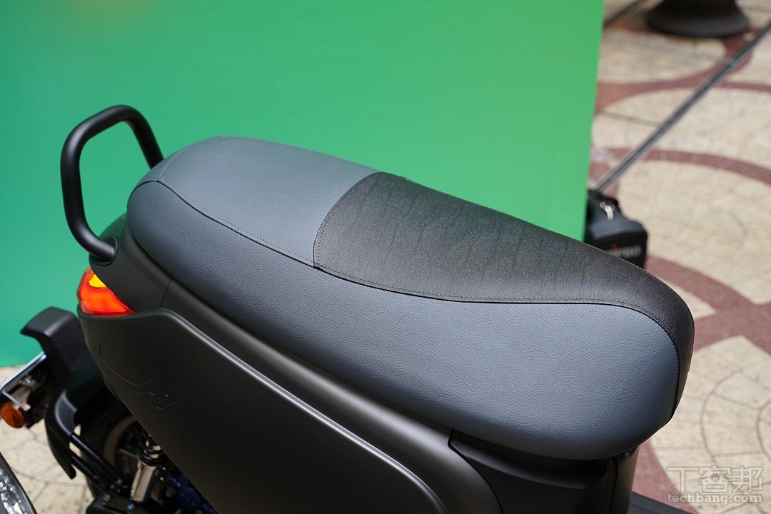 新設計的坐墊。