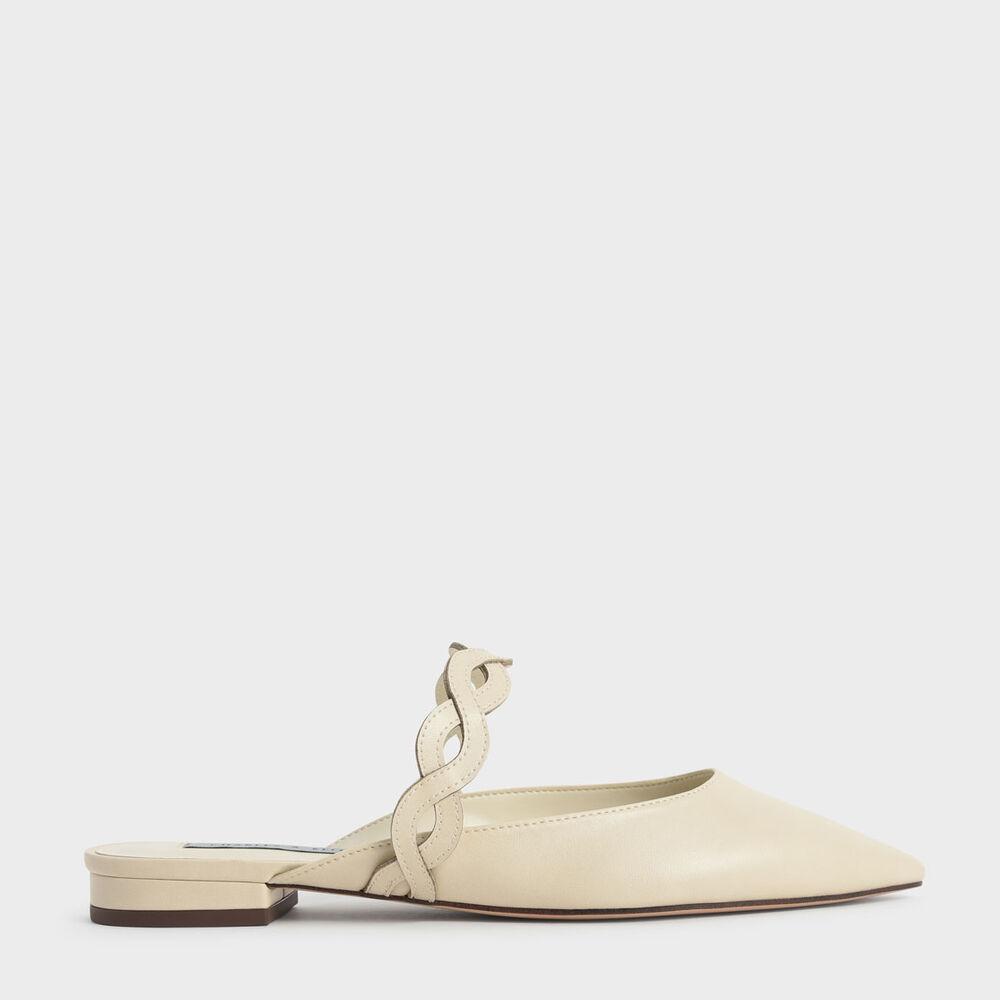 比拖鞋正式卻又比包鞋還方便,穆勒鞋就是這樣能完美滿足女孩需求的存在。 交錯的編織帶大大提升時尚感,搭配不失端莊形象的尖頭剪裁,只需穿上合適的衣著就能打造完美的職場印象,好感度輕鬆破表。