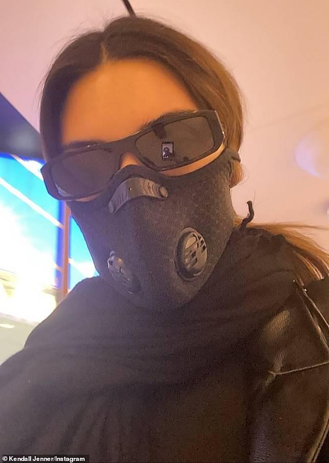 Kendall戴上超強口罩防疫。