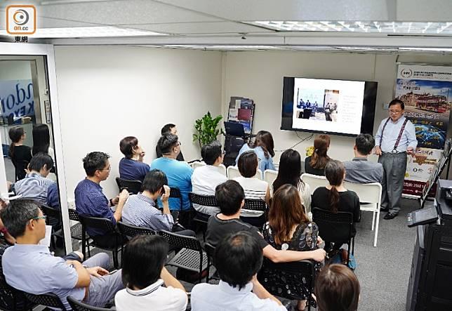 近月大大小小的移民講座經常座無虛席。