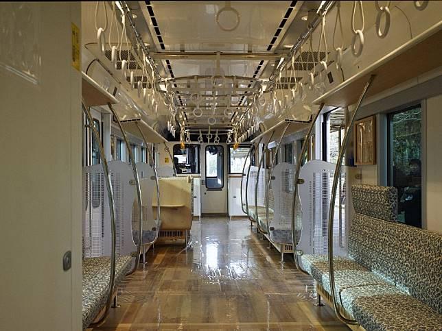 車廂內籠感覺寬敞,並且有空間給輪椅擺放。(互聯網)