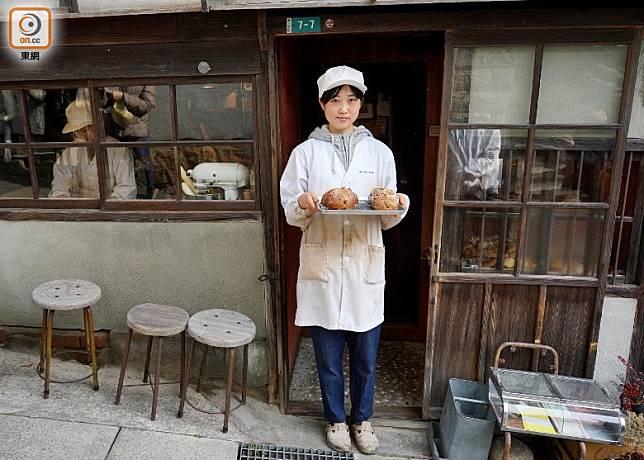 店面滿有昭和味道,老房透過職人麵包師手藝,成功重生成人氣小店。(劉達衡攝)