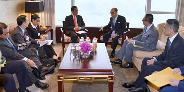 Presiden Jokowi bertemu dengan orang terkaya Hong Kong, Li Ka Shin. (Foto: setkab.go.id)