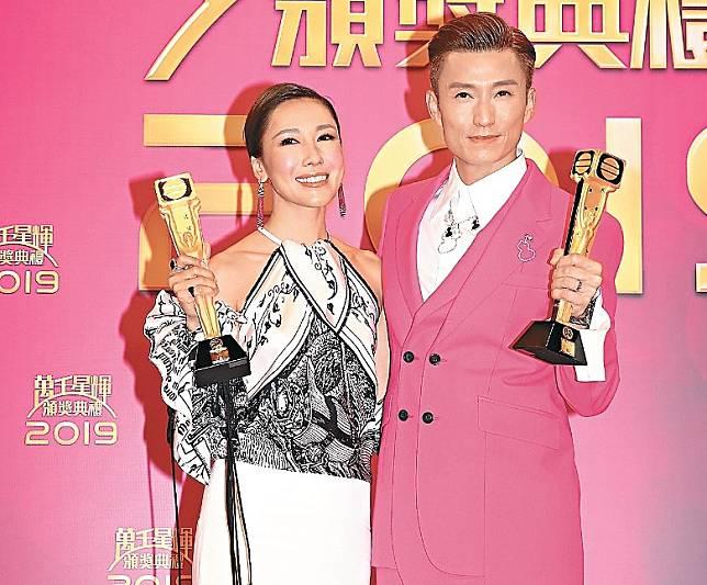 陳山聰與拍檔李施嬅在台慶奪得最受歡迎電視拍檔獎項。