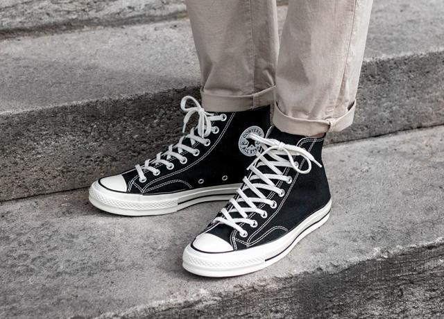 型男鞋櫃必備款!9雙超經典「百搭黑鞋」盤點,燃燒你的潮流黑魂!