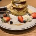 フレッシュベリーリコッタパンケーキ - 実際訪問したユーザーが直接撮影して投稿した西新宿カフェカフェ ハドソン 新宿ミロードの写真のメニュー情報