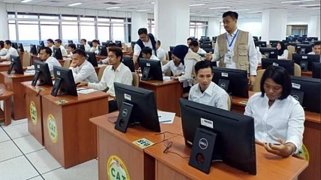 Ilustrasi tes ujian CPNS di kantor Badan Kepegawaian Negara (BKN), Cawang, Jakarta, Rabu (28/11/2018). [Twitter@imam_nahrawi]