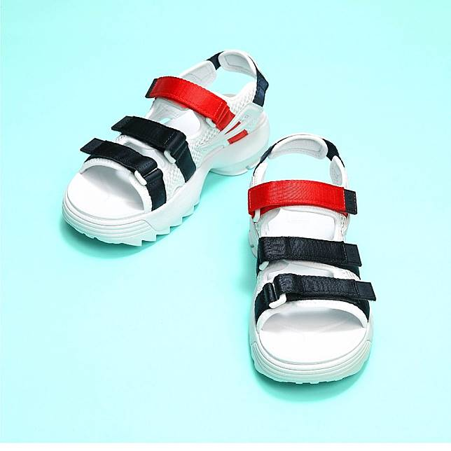 DISRUPTOR II Sandals共有三個配色,售價$680。