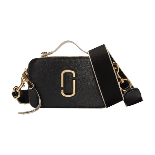 Marc Jacobs excels in the art of creating sophisticated objects, as demonstrated by this large model Snapshot bag with the double J logo and a handle.