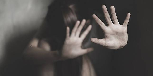 Setelah Perkosa Ibu Rumah Tangga, Pemuda Ini Sebar Foto Bugil Korban