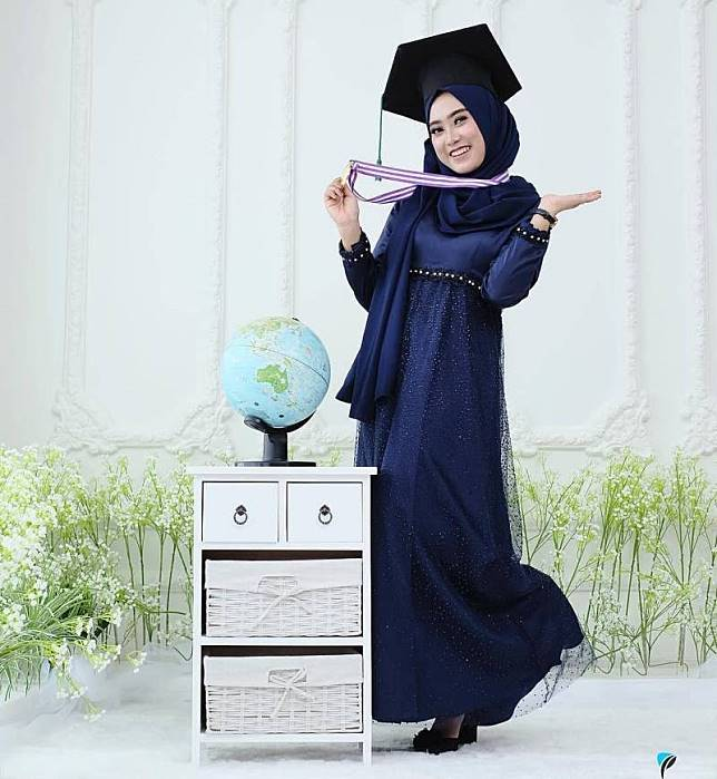 Nggak Harus Kebaya 7 Gaun Muslimah Ini Bisa Dipakai Saat Wisuda