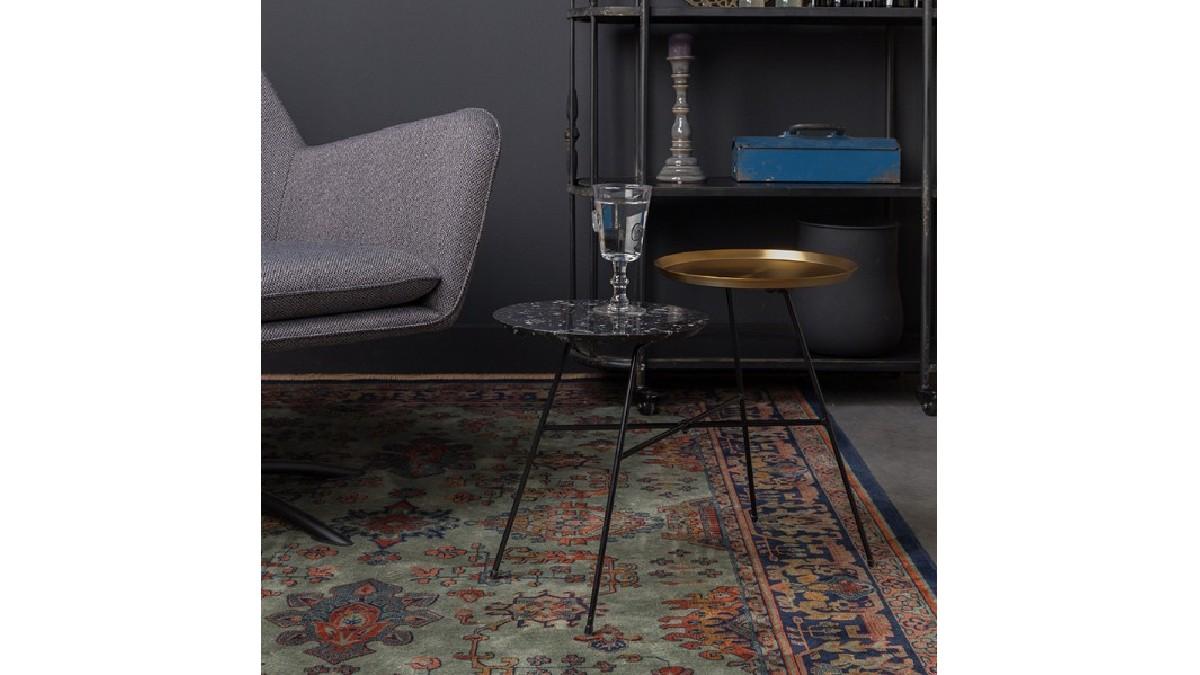 緊繃的神經與身軀,在接觸到柔軟物體時能得到舒緩與放鬆,一張質感良好的織物,不只能在你起床落地、亦或是赤足接觸的那一瞬間體會短暫的療癒,也能為空間增加美感與品味。 長 230 、寬 160 公分的大地毯