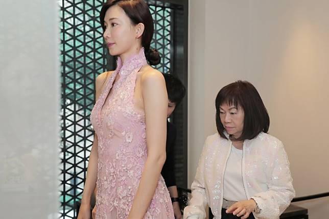 王陳彩霞親自為林志玲打造禮服。