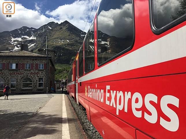 伯爾尼納線其中一站阿爾卑葛路姆,該站有據說只能坐火車前往的餐廳。