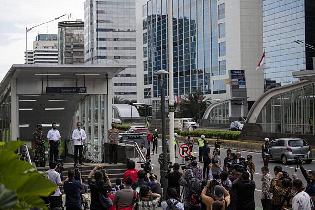 "President Joko ""Jokowi"" Widodo (third left) stands at the entrance gate to Bundaran HI MRT station in Jakarta as he delivers a statement for the press on Tuesday. Jokowi, who was accompanied by Indonesian Military (TNI) commander Air Chief Marshal Hadi Tjahjanto, National Police chief National Police chief Gen. Idham Azis and Jakarta Governor Anies Baswedan, inspected several public spots on Tuesday as Indonesia embraces the ""new normal"" to coexist with COVID-19."