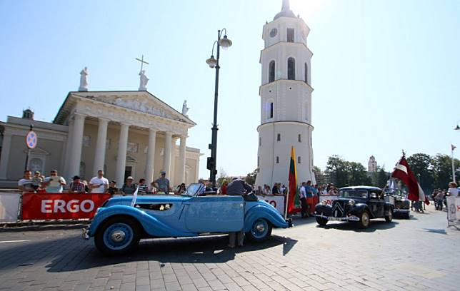 Participants of the 'Baltic Way 30' depart the antique cars' event at the Cathedral Square in Vilnius, Lithuania, on August 18, 2019.